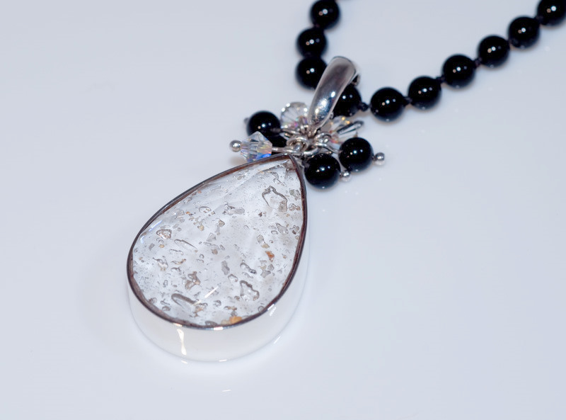 Crystal-Faceted-Teardrop-Neclace-Silver-Onyx