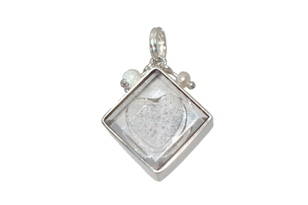 ashes-in-jewellery-heart-charm-view
